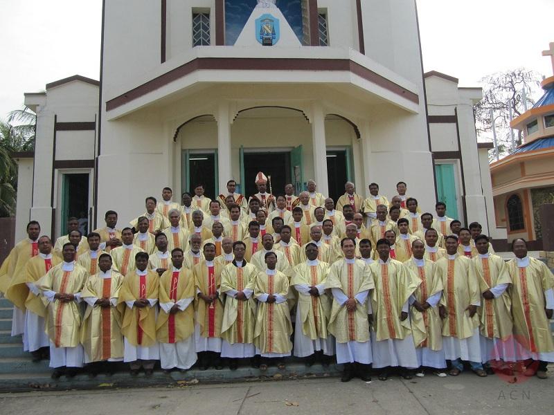 India Tezpur grupo de sacerdotes web