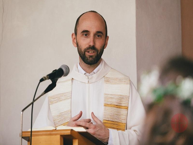Republica checa sacerdote en clases web