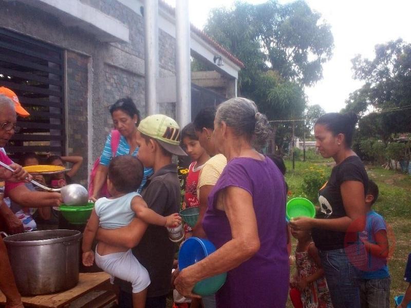 Venezuela gente esperando por comida web