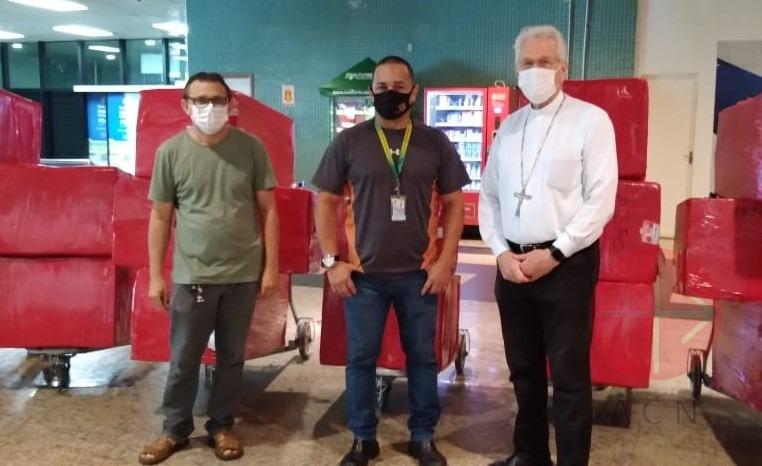 Brasil Manaos monseñor Steiner recibe oxígeno para ayudar