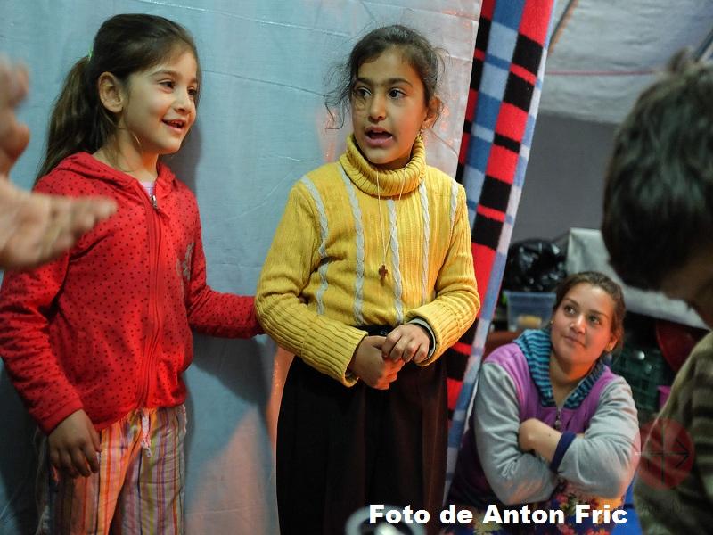 Irak niños en una carpa en mar Elia foto de Anton Fric web