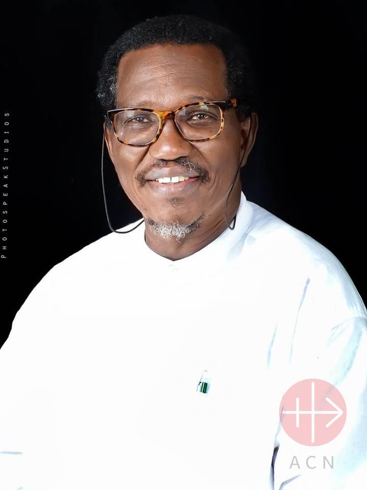 Nigeria pastor Fr. Gideon Para-Mallam que ayuda y es vocero de la familia Sharibu