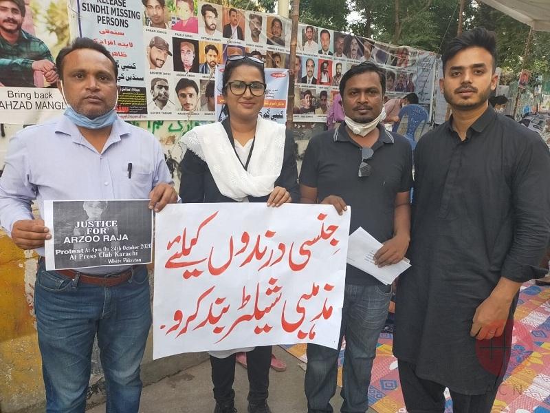 Pakistán carteles de la protesta por arzoo web