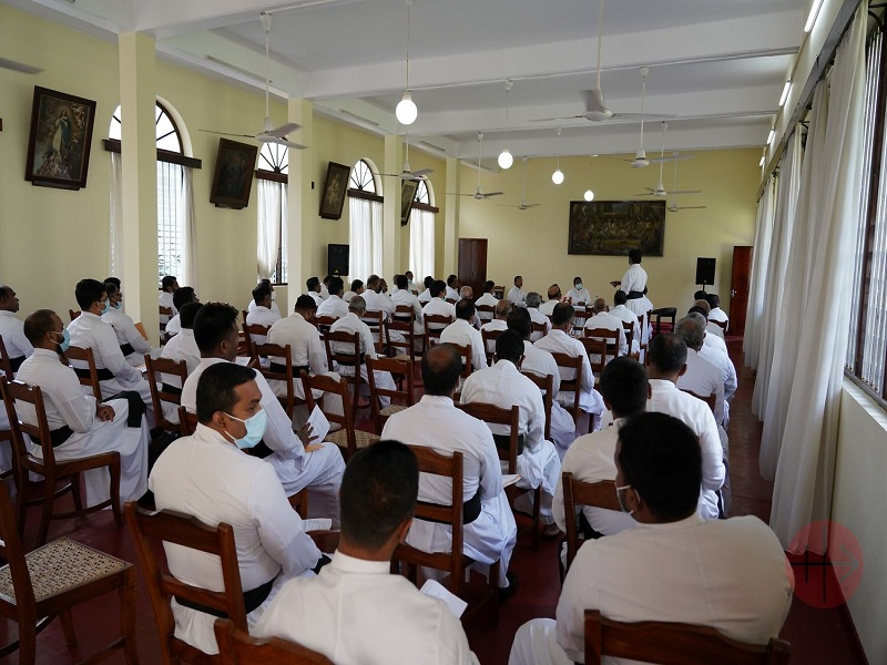 Sri Lanka Training priests and lay leaders how to face tragic situations web