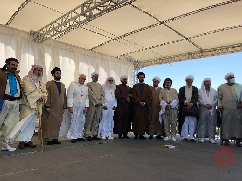 Irak viaje papal foto con los líderes en ur web