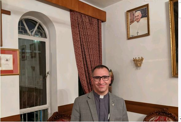Irak viaje papal sacerdote habla de al sistani