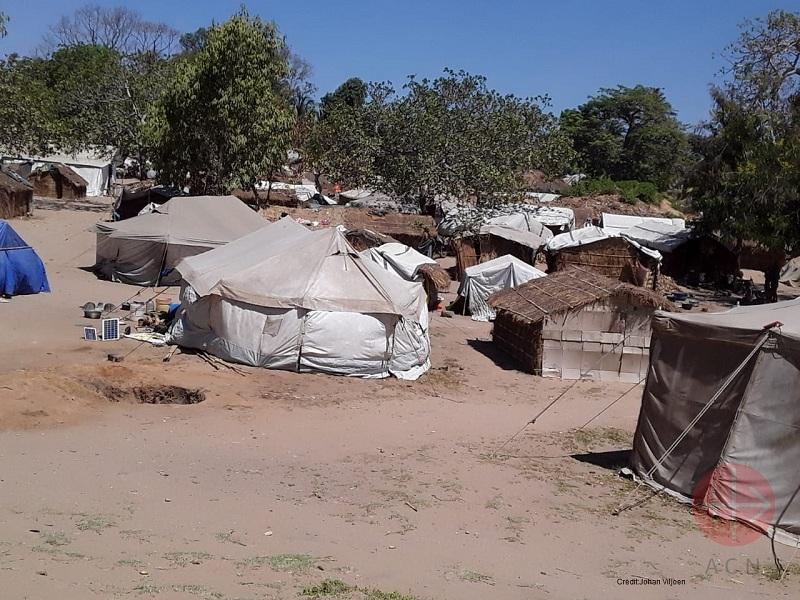 Mozambique carpas de refugiados foto de Credit Johan Viljoen web