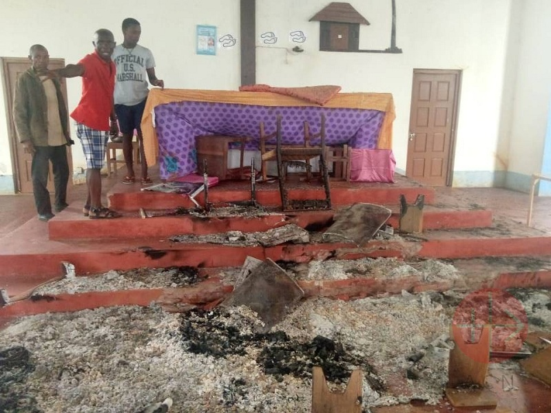 Mozambique iglesia quemada web