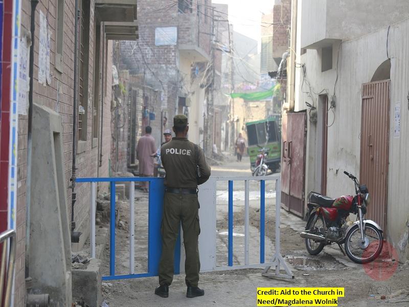 Pakistán policía resguardando la Iglesia web y creditos