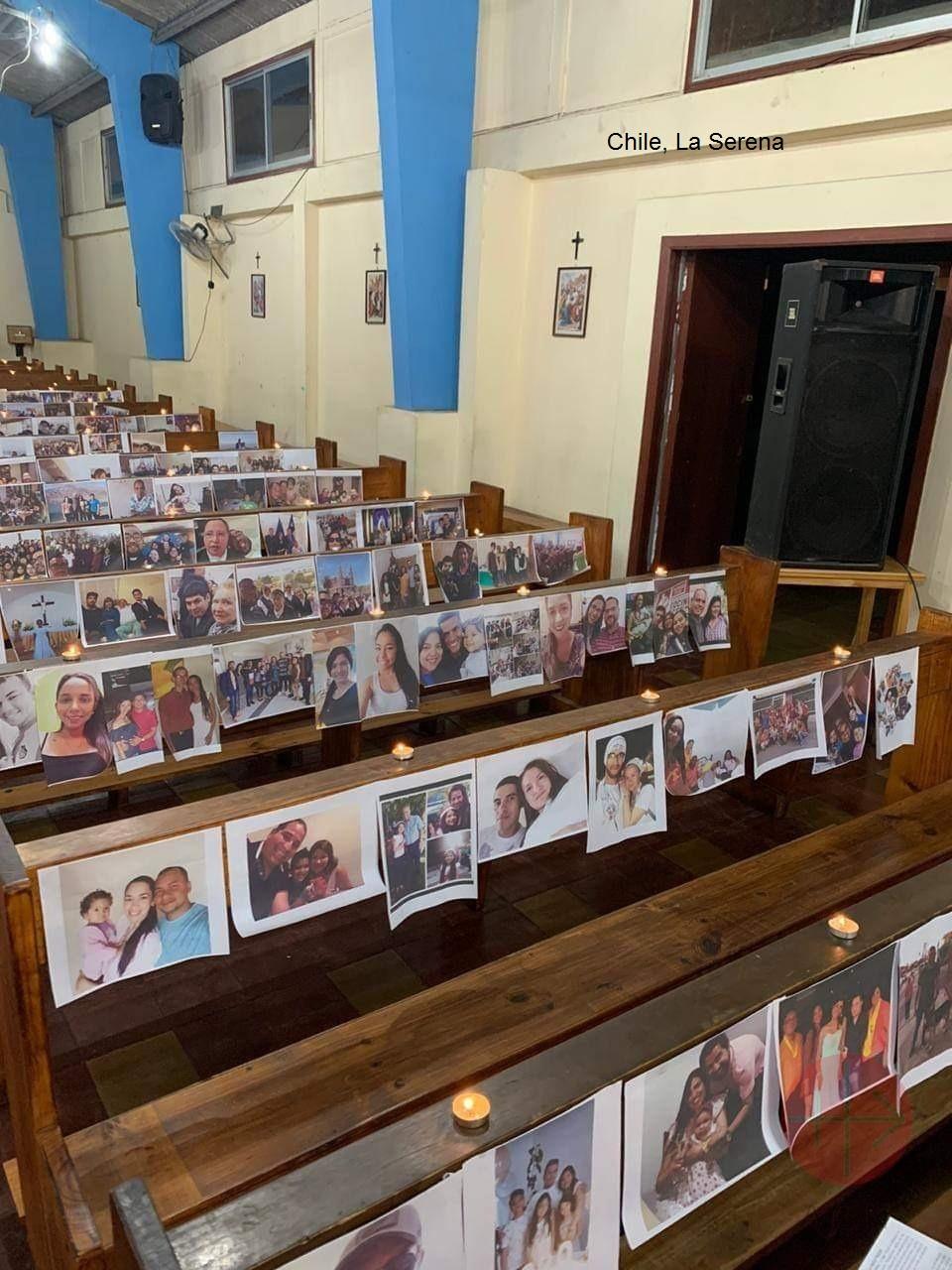 Chile la Serena celebrando Misa en Covid con retratos de los fieles en las bancas