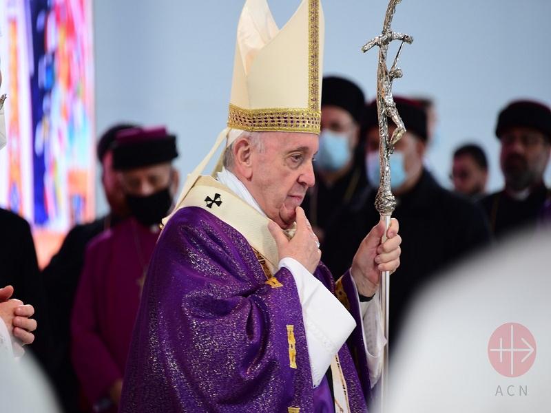 Papa Francisco pensativo web