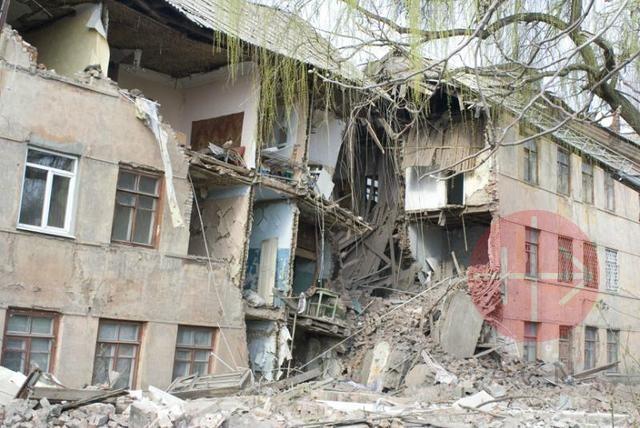 Ucrania casas dañadas por los bombardeos