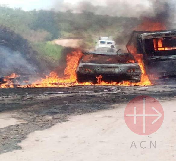 Congo Butembo Beni auto quemándose
