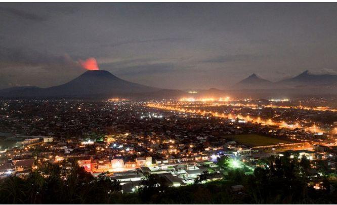 Congo ciudad de Goma con volcan al fondo