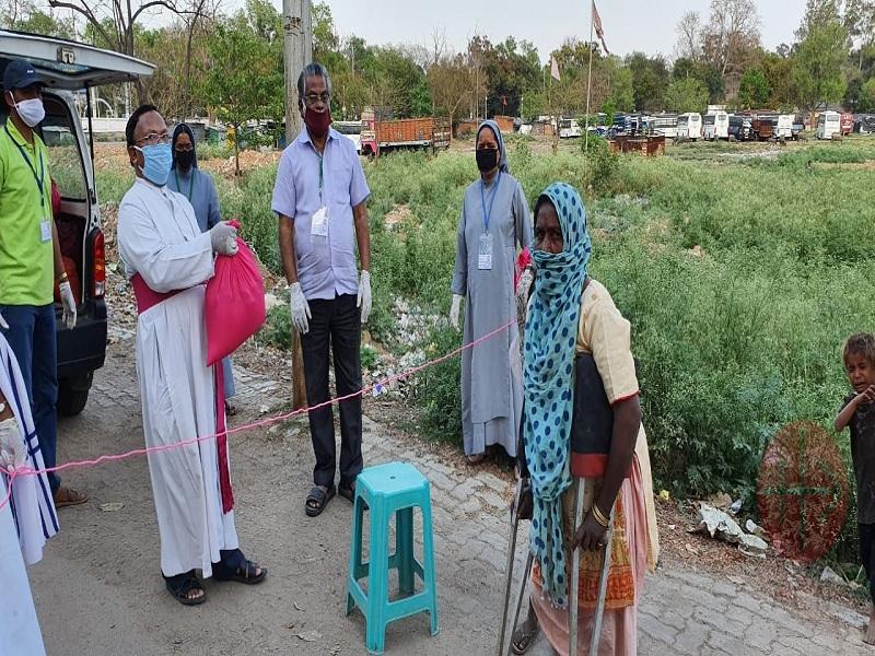 India obispo entrega alimentos web