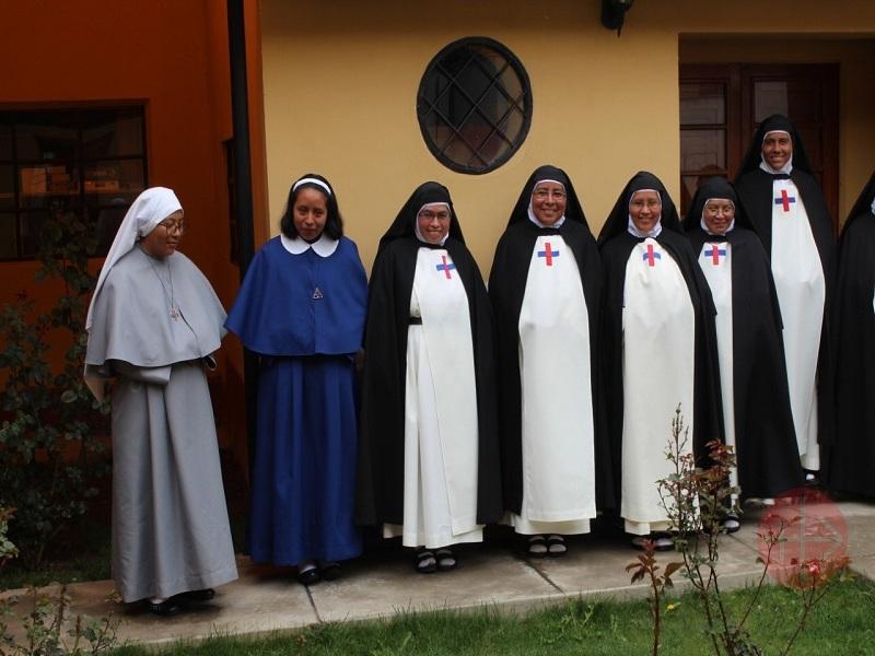 Perú Ayavire hermanas trinitarias con las novicias web