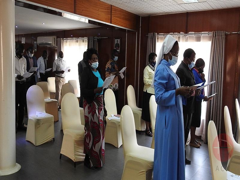 Zambia religiosas y fiesles en Misa con mascarillas web