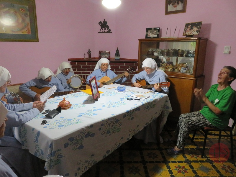 Argentina religiosas cantando en el comedor web