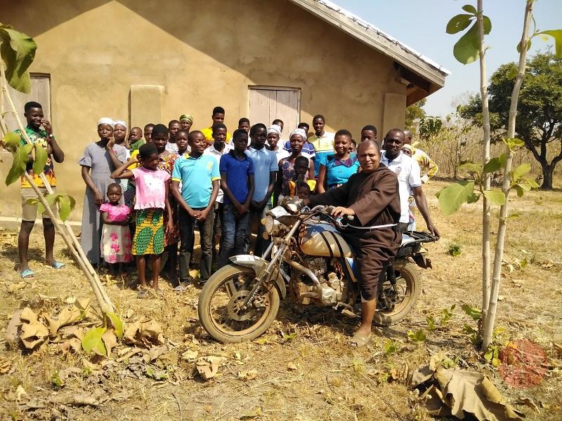 Ghana franciscano en motocicleta web