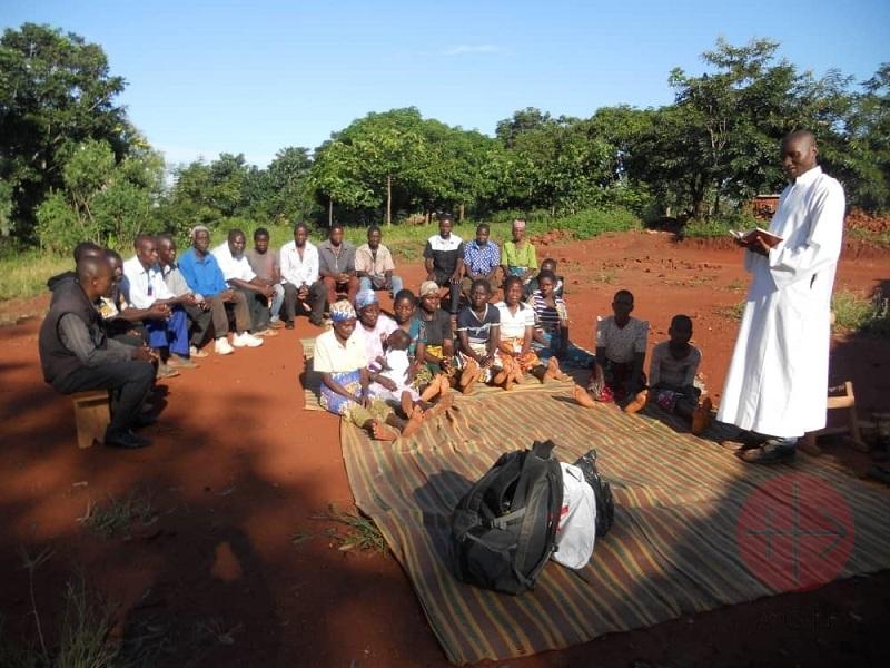 Malawi Fr. Samson celebrating mass open air mass at Nkhate Parish web