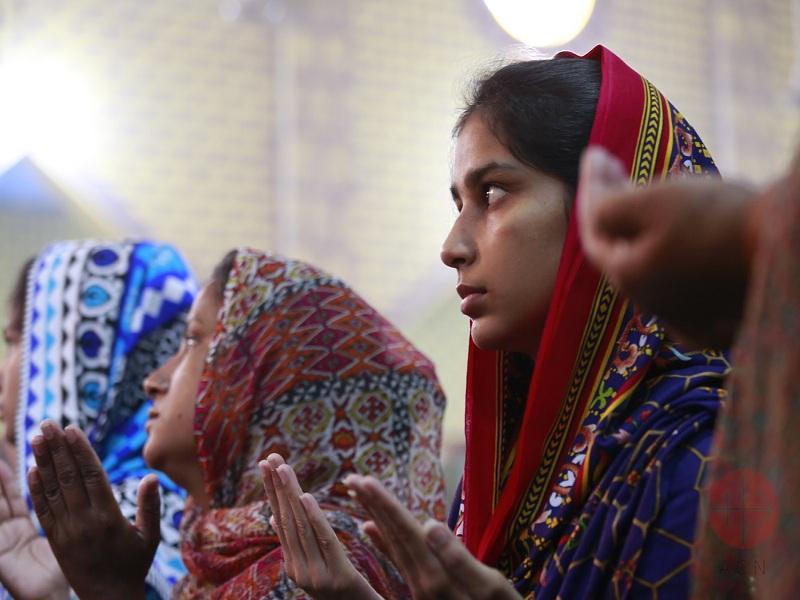 Pakistán mujeres rezando web