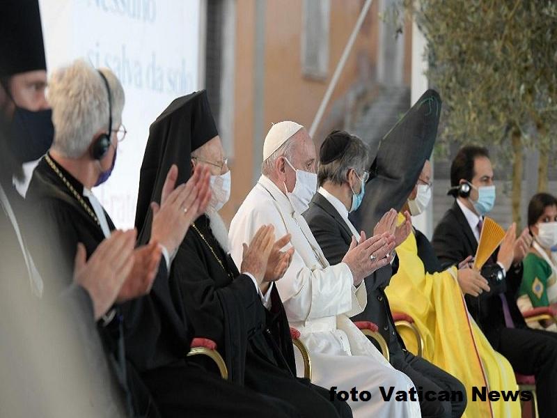 Papa Francisco y lideres con credito