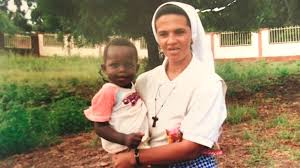 Colombia hermana gloria narvaez con niño en brazos