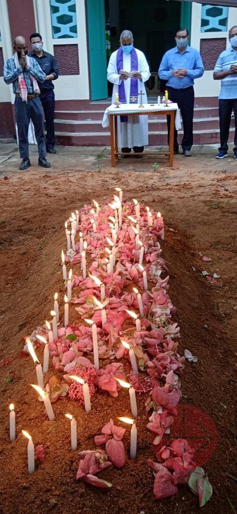 India entierro y muchas velas