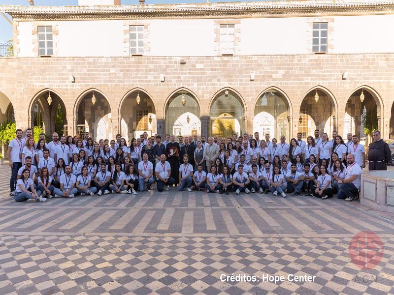 Siria Hope Center grupo de trabajo con creditos web