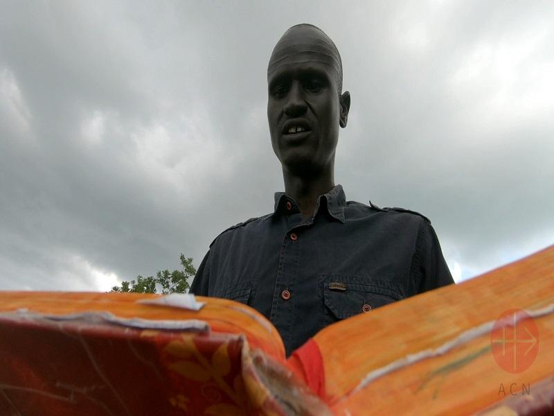 uganda santos leyendo la biblia web