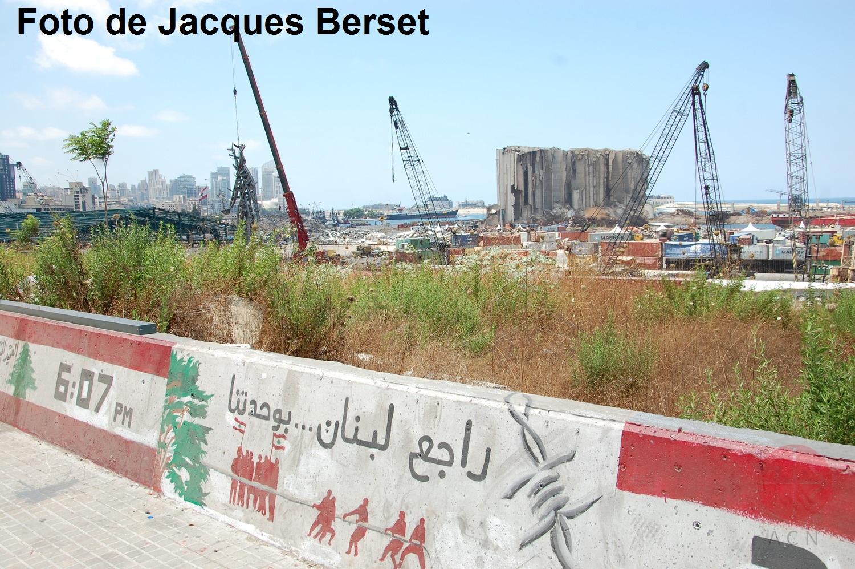 Libano gruas en el puerto foto de Jacques Berset web