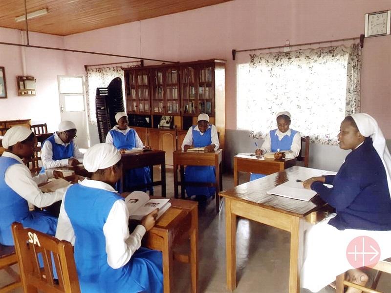 Camerún religiosas trabajando web