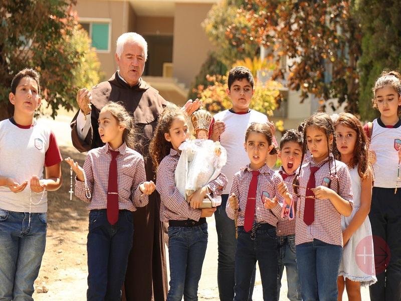 Líbano un millon de niños con niño jesus de praha en brazos web