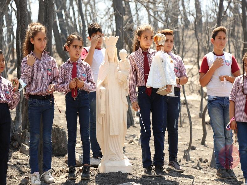 Líbano un millon de niños con virgen en el bosque quemado web
